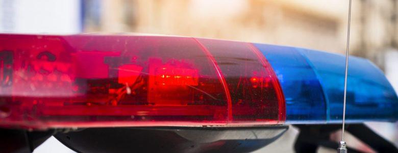 światła na dachu policyjnego auta